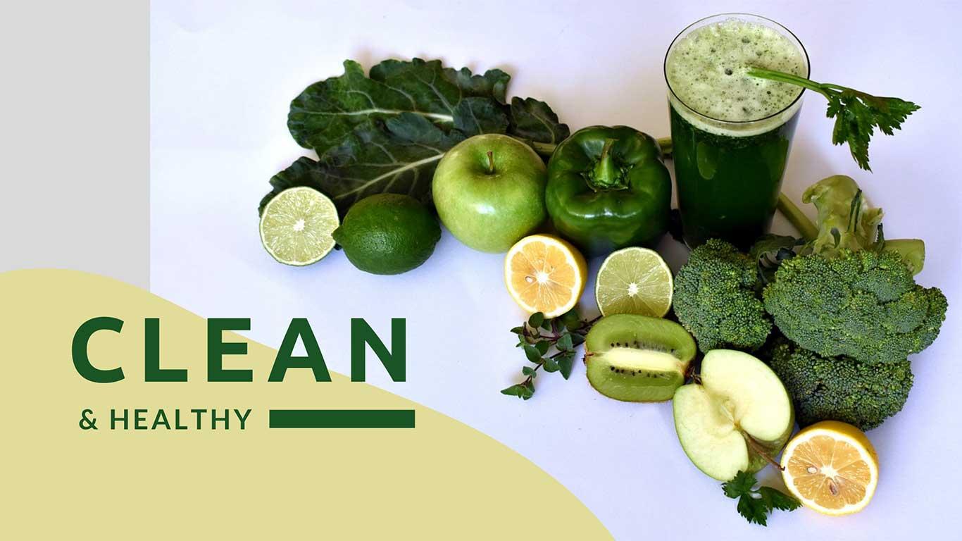 Verschiedenes grünes Gemüse und Obst, das auf einem Tisch liegt.